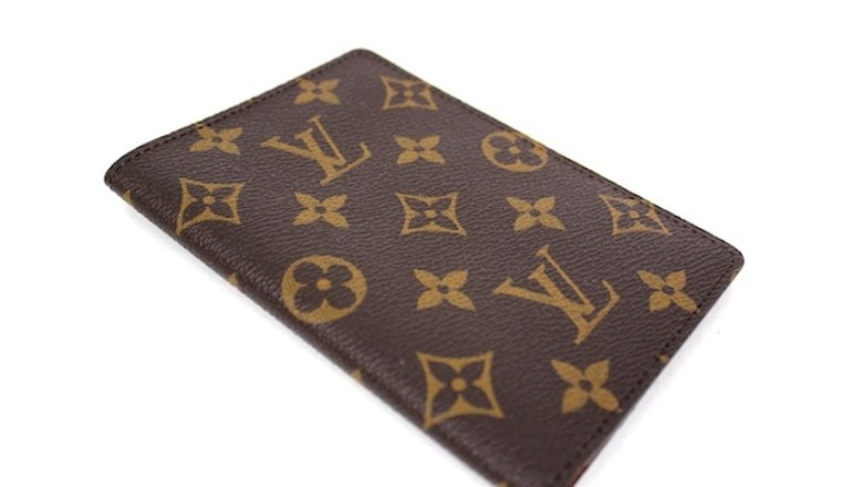 Time to travel the world! With the Louis Vuitton Passport case