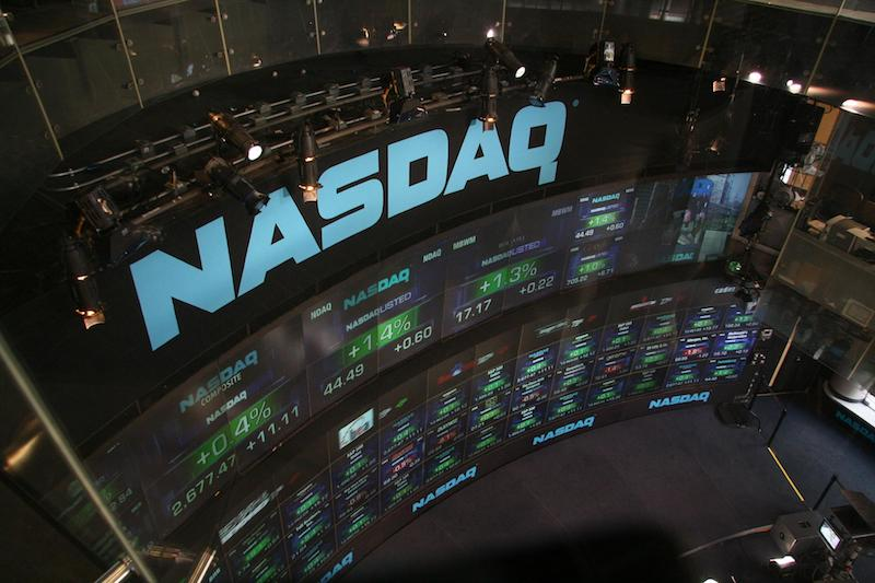 Dow Soars to Record High on Apple's Success; Nasdaq and S&P 500 Stagnate